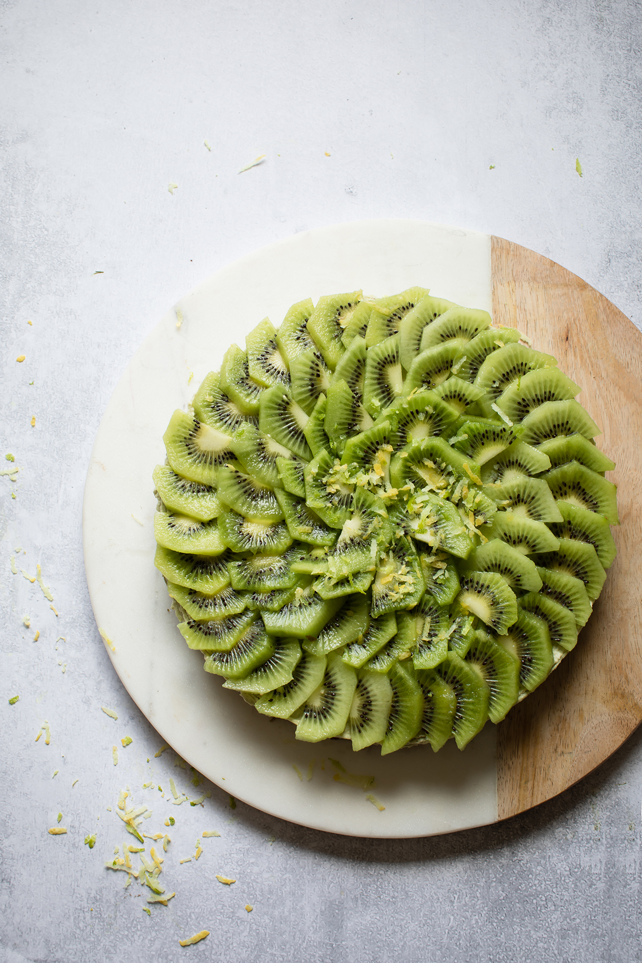 raw kiwi and lime cheesecake, refined sugar free cheesecake, raw kiwi and key lime cheesecake, Modern Food Stories, raw cheesecake recipes, keto pudding recipes, keto treats, keto dessert recipes, Paleo dessert recipes, Paleo Crust, vegan cake, gluten free cake recipe, raw cake, kiwi cheesecake, sugar free lemon cheesecake
