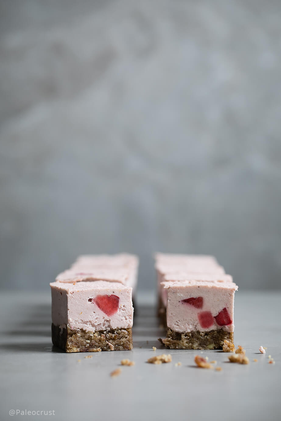 raw cake, sugar free cheesecake, Paleo cheesecake, Paleo Crust, Keto recipes, Paleo recipes, Sugar free recipes, Strawberry cheesecake, raw cheesecake