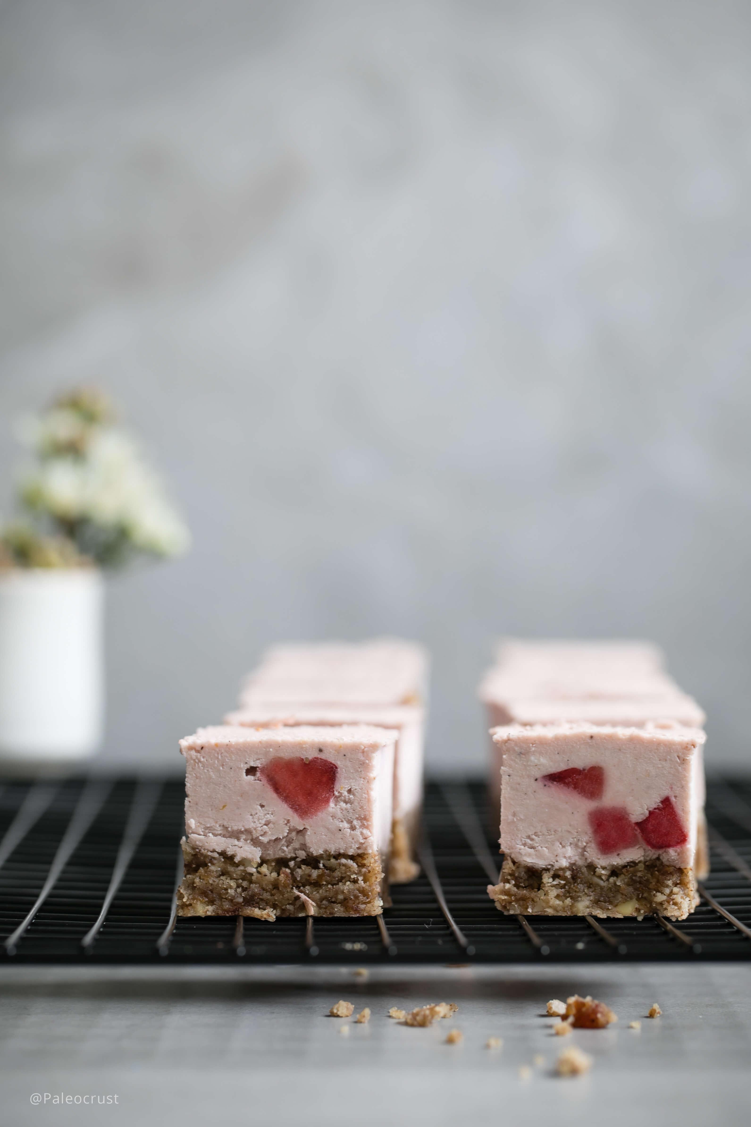 raw cake, sugar free cheesecake, Paleo cheesecake, Paleo Crust, Keto recipes, Paleo recipes, Sugar free recipes, Strawberry cheesecake, raw cheesecake